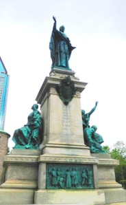 Montreal statue by marktravel