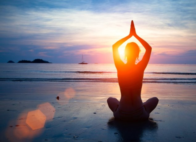 1000x724xThailand_Silhouette-young-woman-practicing-yoga-on-the-beach-at-sunset..jpg.pagespeed.ic.SpsQES8AyyX3b3YvllxF