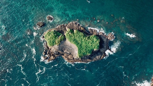 An island in the middle of the ocean